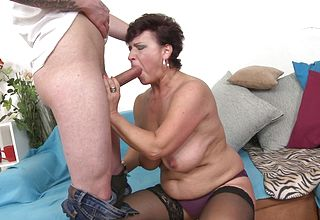 Teen Fellow enjoys poking the Short Haired mature Bbw