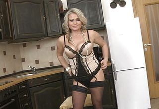 Super mommy with Saggy Breasts and big Gash