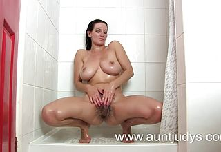 All congenital Milf with Supah fabulous big Funbags Bare in the Douche