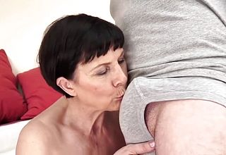 Mature Cougar Gets Toyed And smashed Like she039;s youthful Again