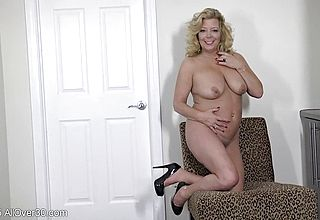 Unshaved meat fuck hole Opening up by Mature ash blondie Gilf in heat